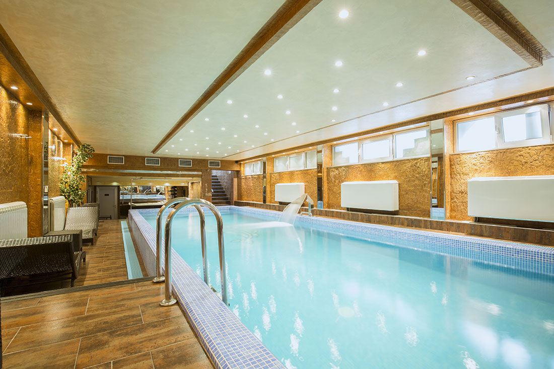 swimming-pool-heating-with-open-loop-water-source-heat-pump-installation-luxury-London-home